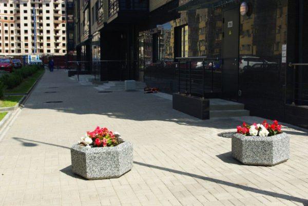 Вазон «Марк» бетонный уличный с фактурой натуральной каменной крошки
